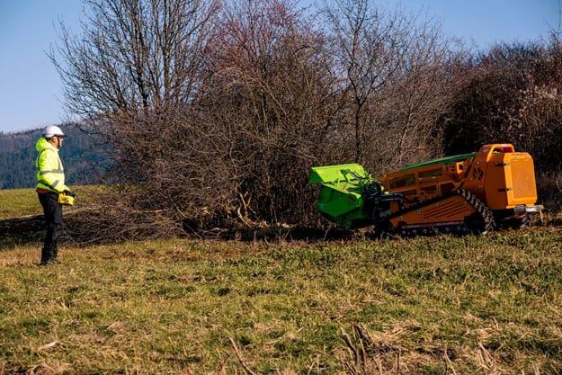 sluzba-cistenie-pozemkov-svahovou-kosačkou-greenclimber